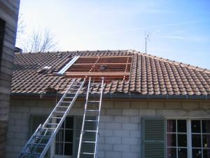 Installation de panneaux solaires en intégration de toiture